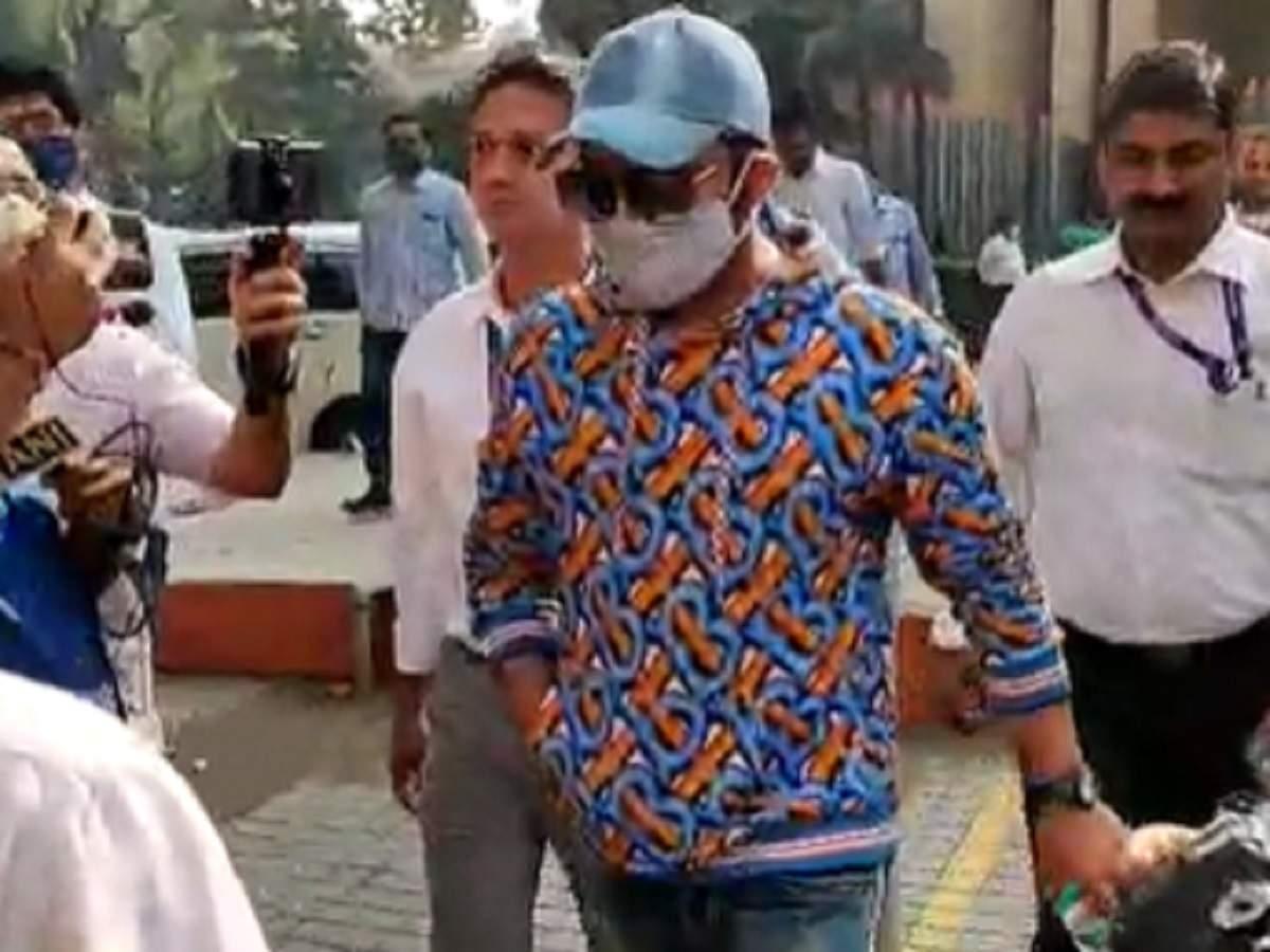 कपिल शर्मा दिलीप चबरिया मामले में अपना बयान दर्ज कराने के लिए सीबीआई कार्यालय आए