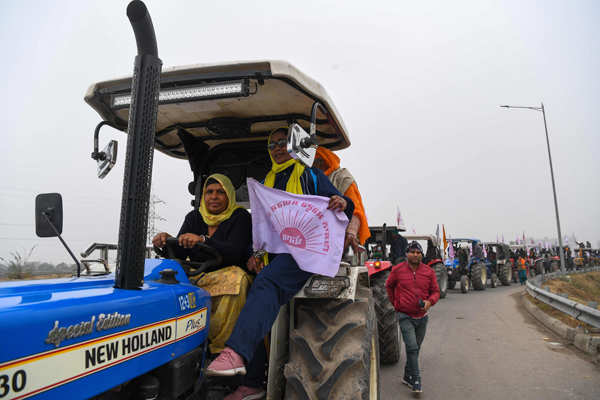 Farmers hold tractor rally at Delhi borders