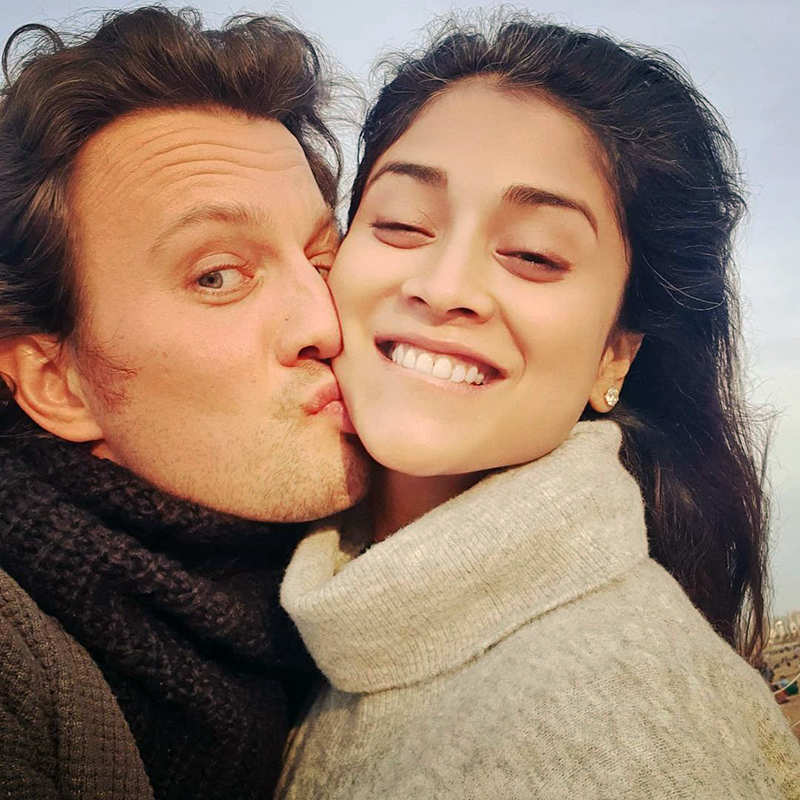 This new kissing picture of South diva Shriya Saran and hubby goes viral