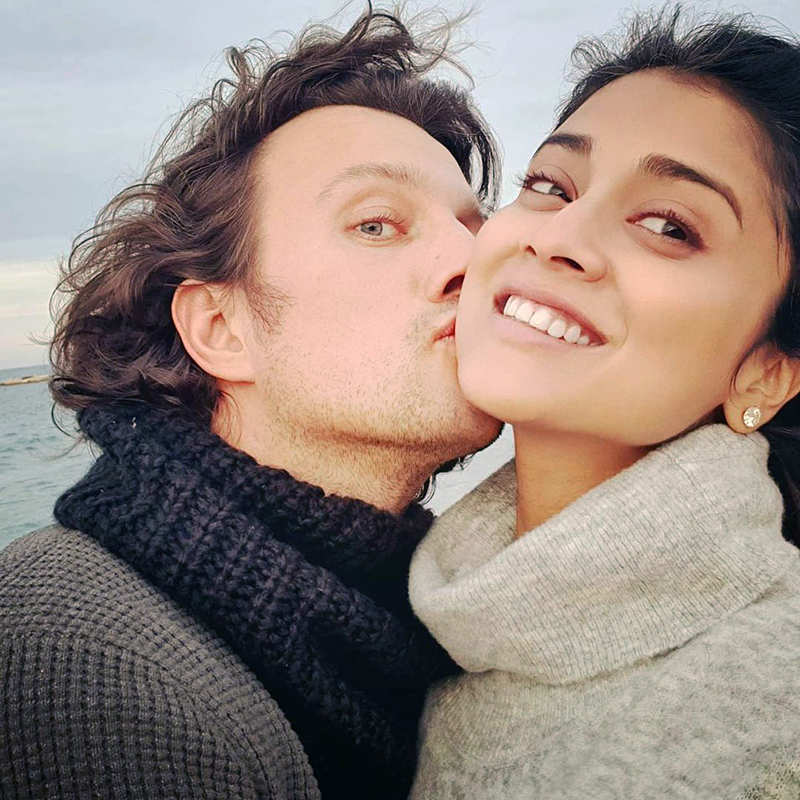 These romantic pictures of Shriya Saran & hubby from their beach vacation you simply can't miss!