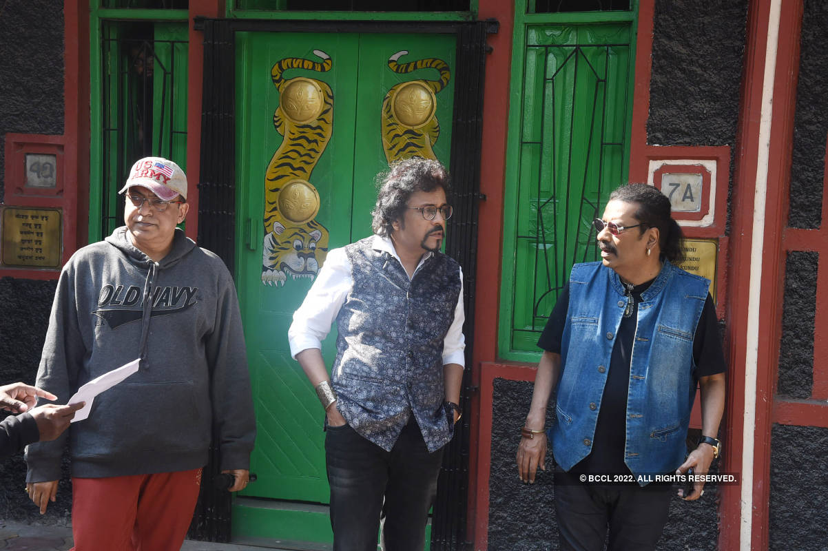 Hariharan, Bickram Ghosh and Priyanka Sarkar shoot for a music video