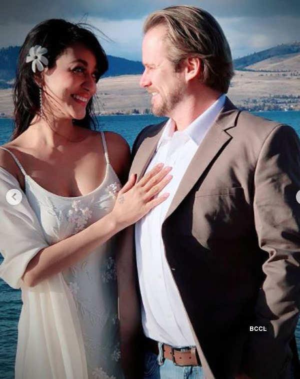 Actress Vedita Pratap Singh ties the knot with long-time boyfriend Aaron Edward Sale