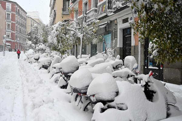 Madrid receives heaviest snowfall in 50 years