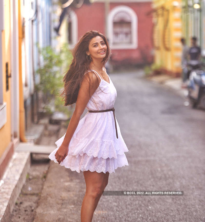 Daisy Shah chills in Goa