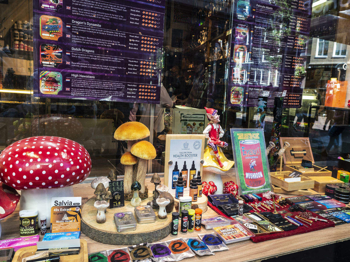 Amsterdam says no to cannabis tourism; bans tourists from buying stuff