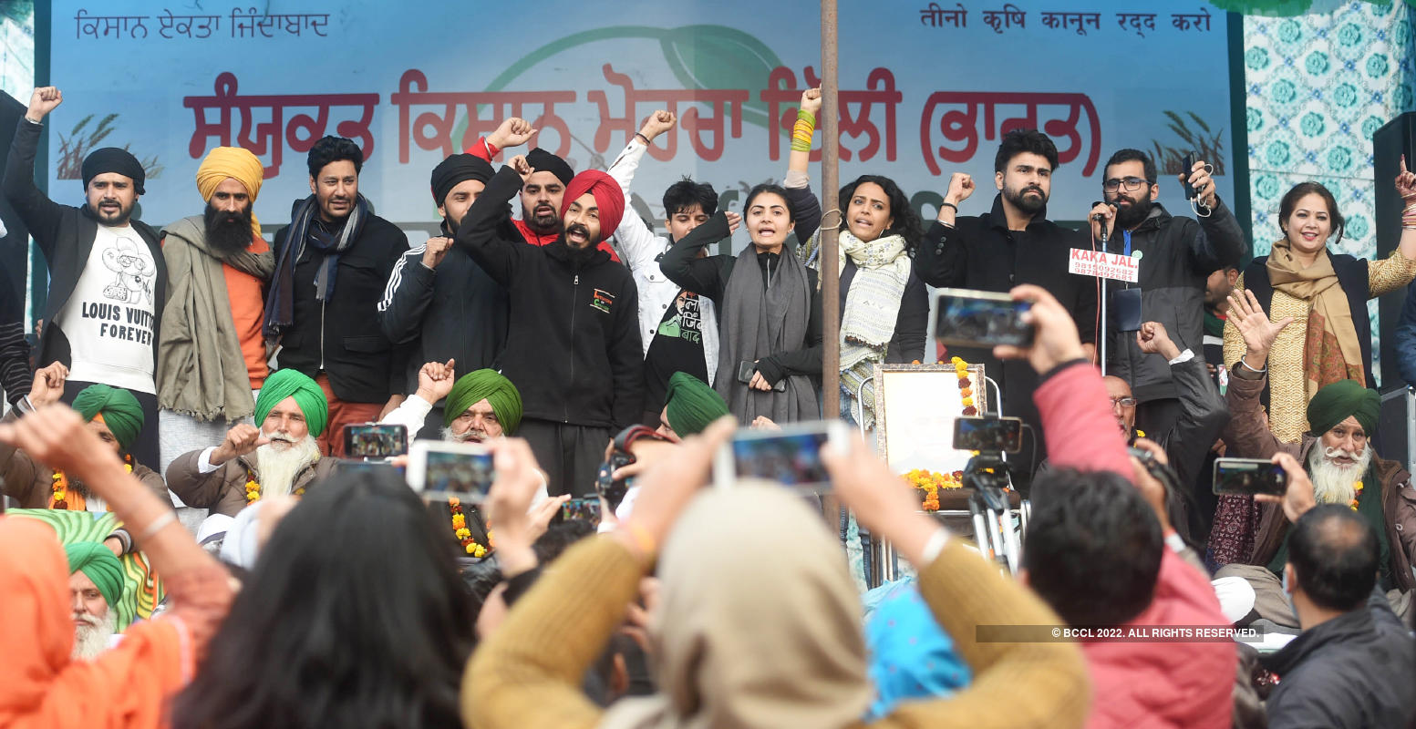 Swara Bhasker, Rabbi Shergill & others take part in concert to support farmers at Tikri border
