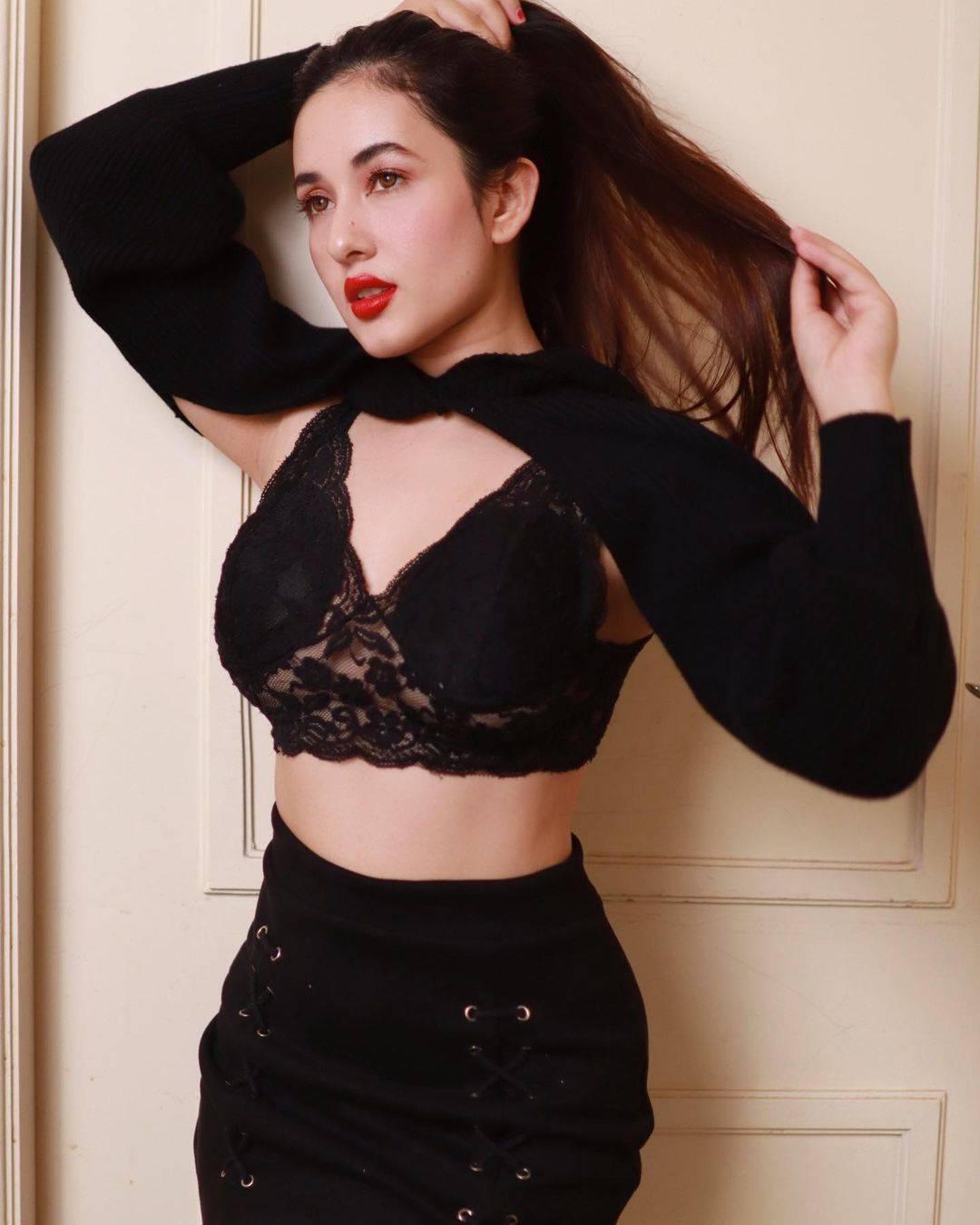 Glamorous pictures of Nepali beauty Aditi Budhathoki make heads turn