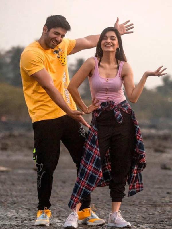 Romantic pictures of Divya Agarwal and Varun Sood go viral on social media
