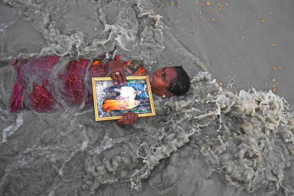 Devotees throng Gangasagar Mela in West Bengal