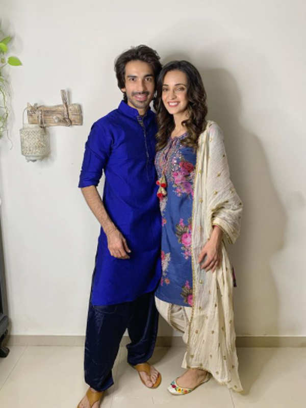 Sanaya Irani and Mohit Sehgal ring in their 5th wedding anniversary