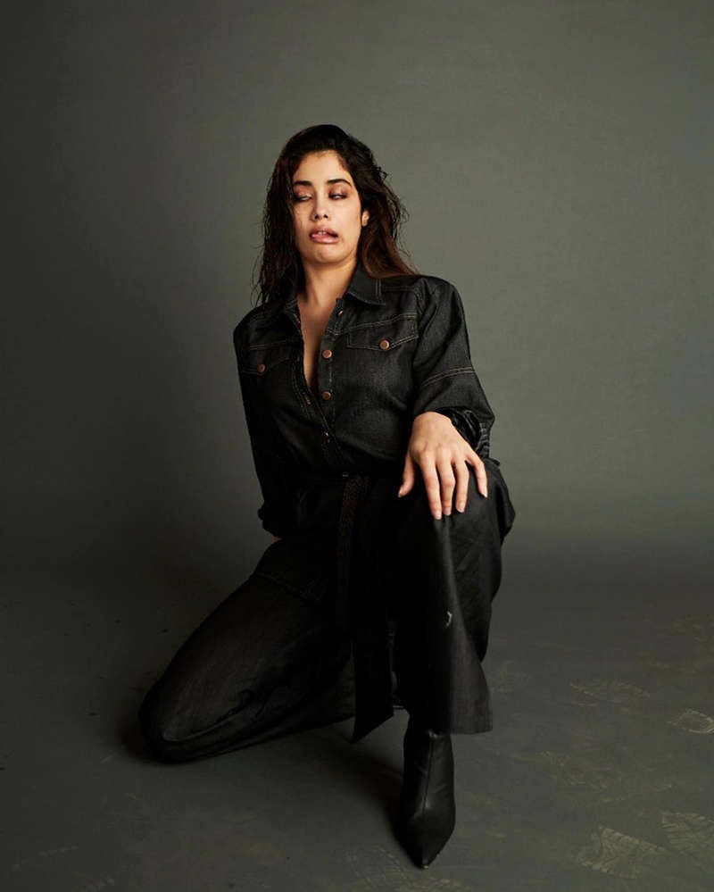 Stunning pictures from Janhvi Kapoor and sister Khushi Kapoor 's New York diaries