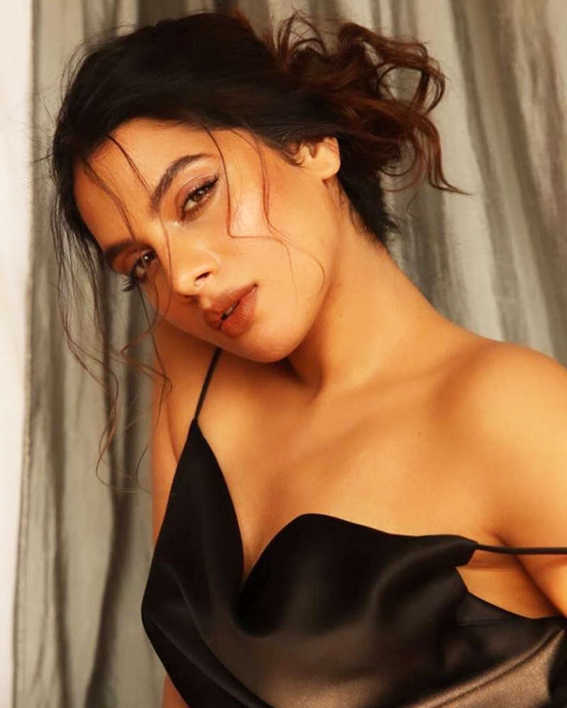 Alluring photoshoots of South beauty Tanya Hope