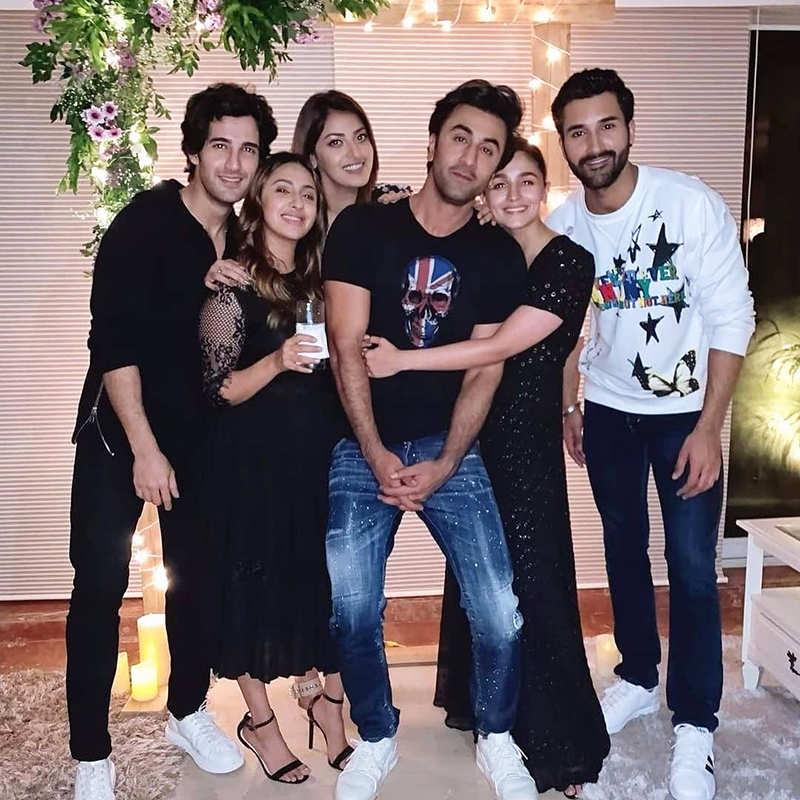 When Alia Bhatt and Ranbir Kapoor shared a tight hug at a friend's party
