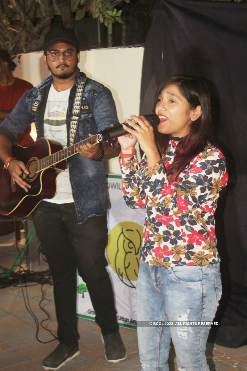 Youngsters discourage use of manjha through an open mic session