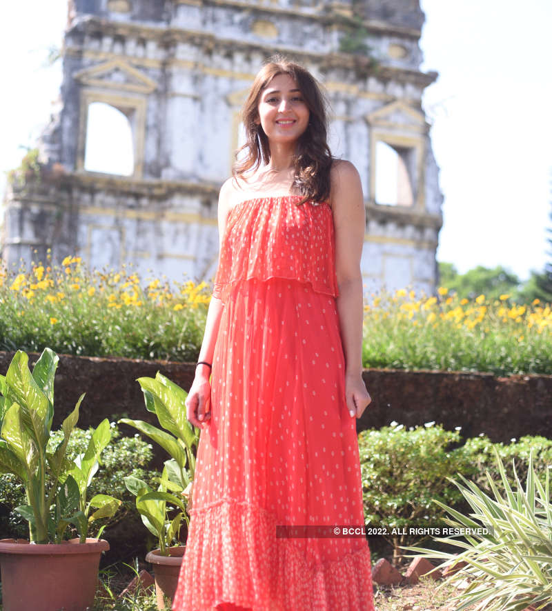 Dhvani Bhanushali chills in Goa