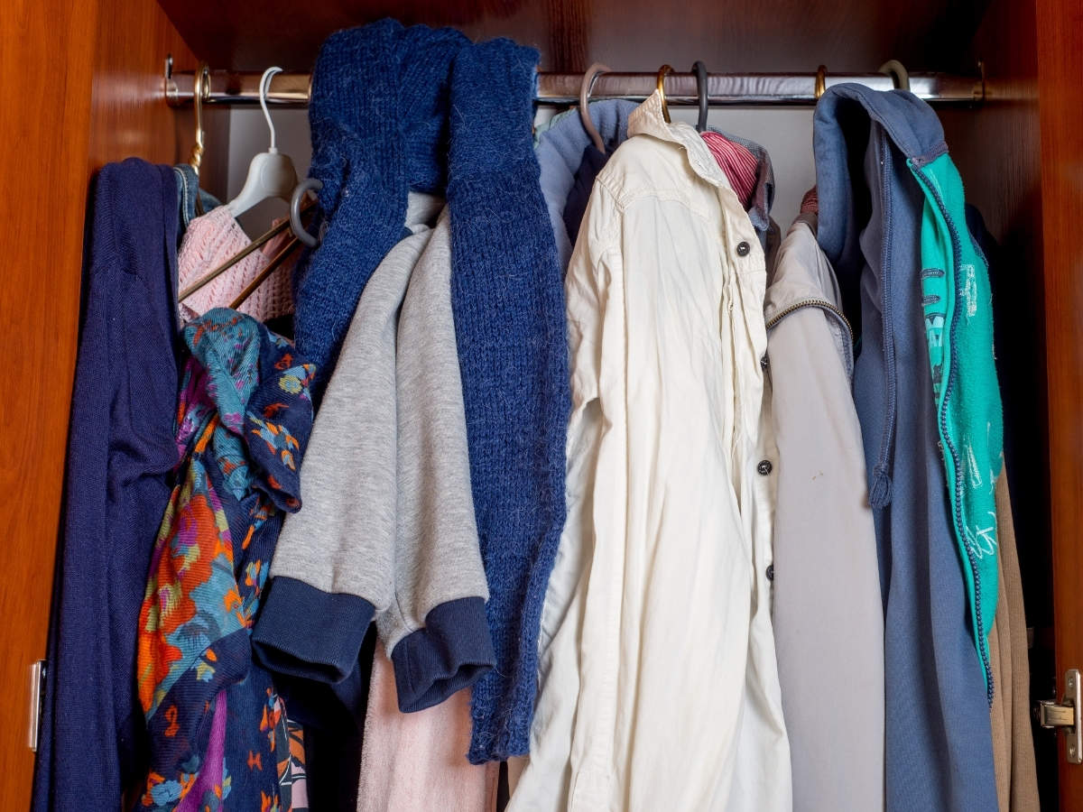 Super easy ways to declutter your closet