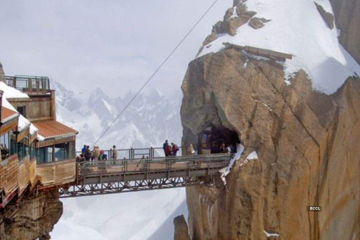 Pictures of the most treacherous bridges of the world