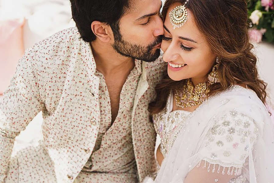 Varun Dhawan & wife Natasha Dalal cuddle for this cosy picture
