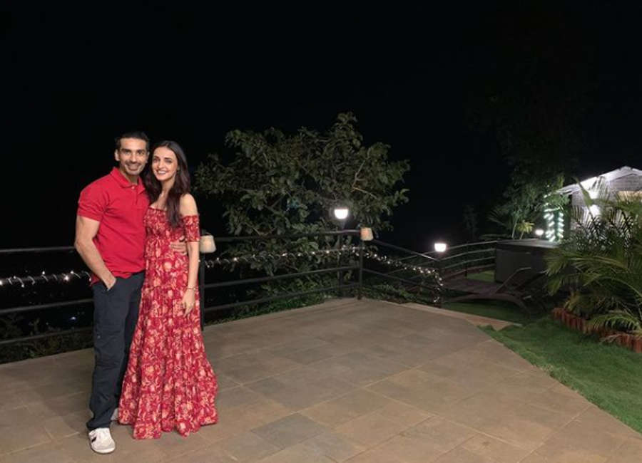 Sanaya Irani and Mohit Sehgal give us major couple goals with these lovely pictures