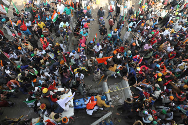 Tractor parade violence leaves over 80 cops injured