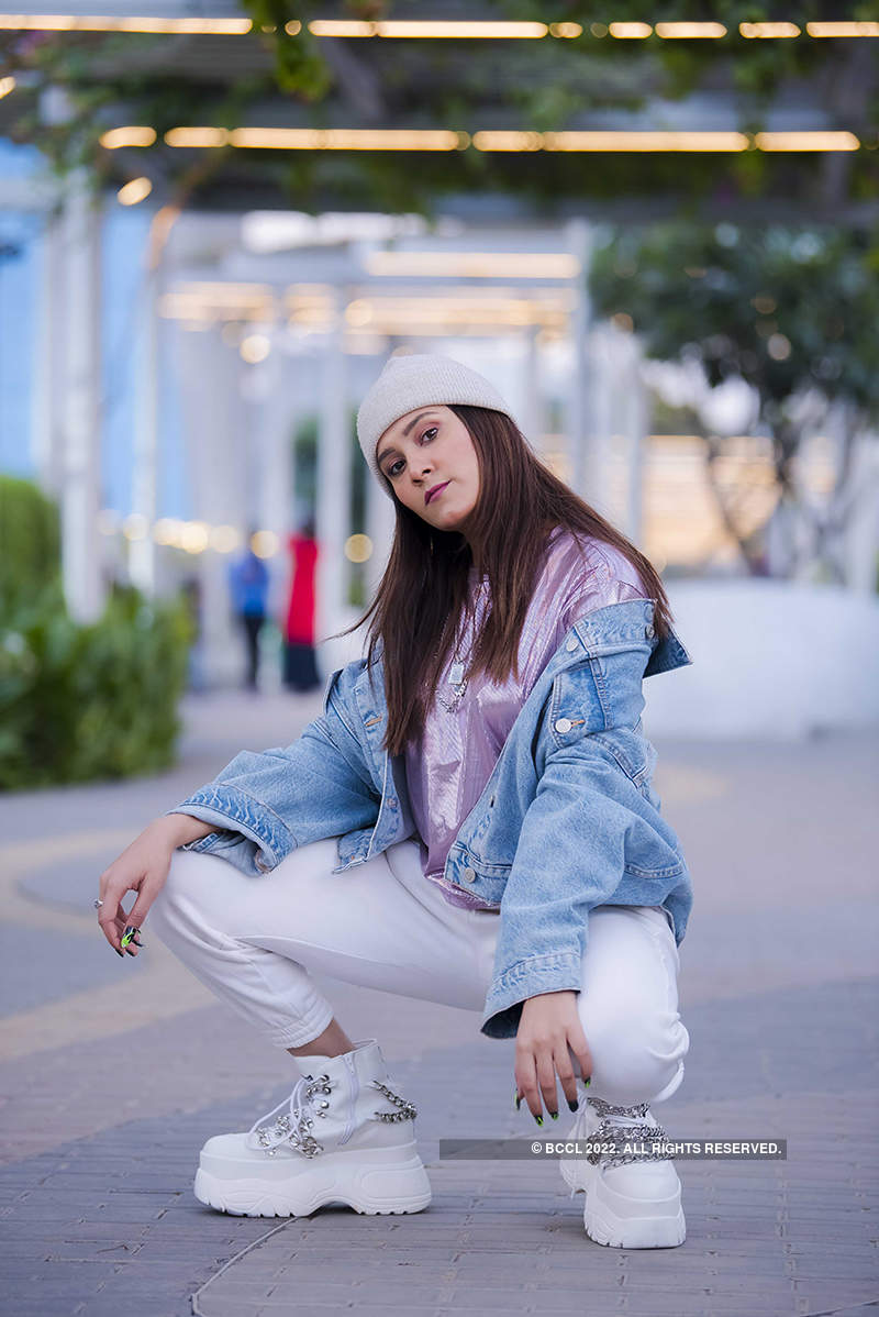 Captivating photoshoots of singer Aastha Gill