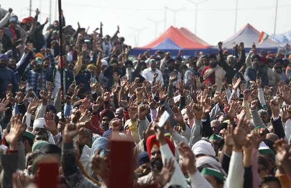 Police use barbed wire, spikes, trenches at farmers' protest sites