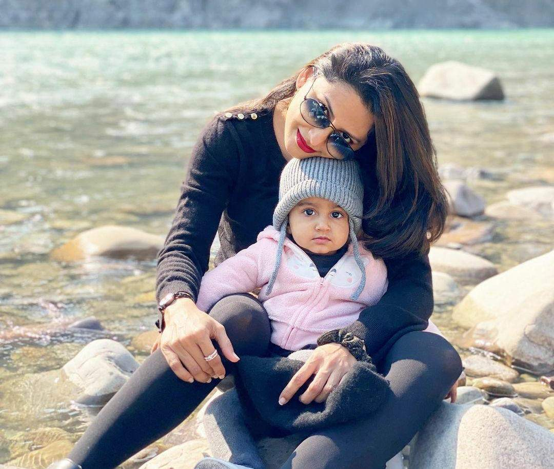 Rucha Hasabnis with daughter