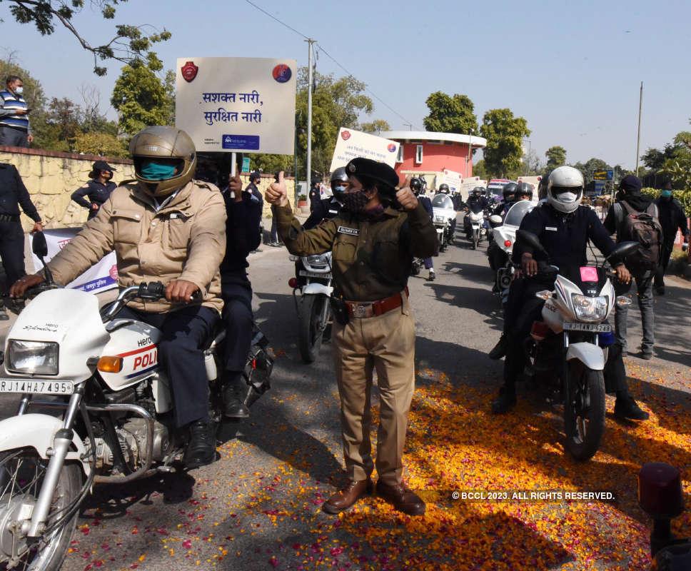 Anand Srivastava flags off Sashakt Nari-Surakshit Nari campaign