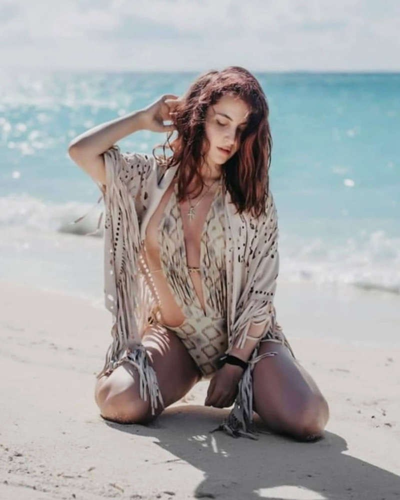 Elli AvrRam is teasing fans with her new stunning photoshoots