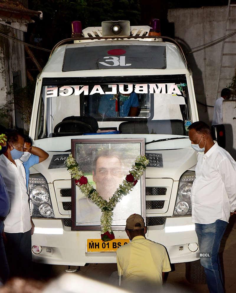 From Shah Rukh Khan, Alia Bhatt to Ranbir Kapoor, celebrities & family bid final goodbye to Rajiv Kapoor