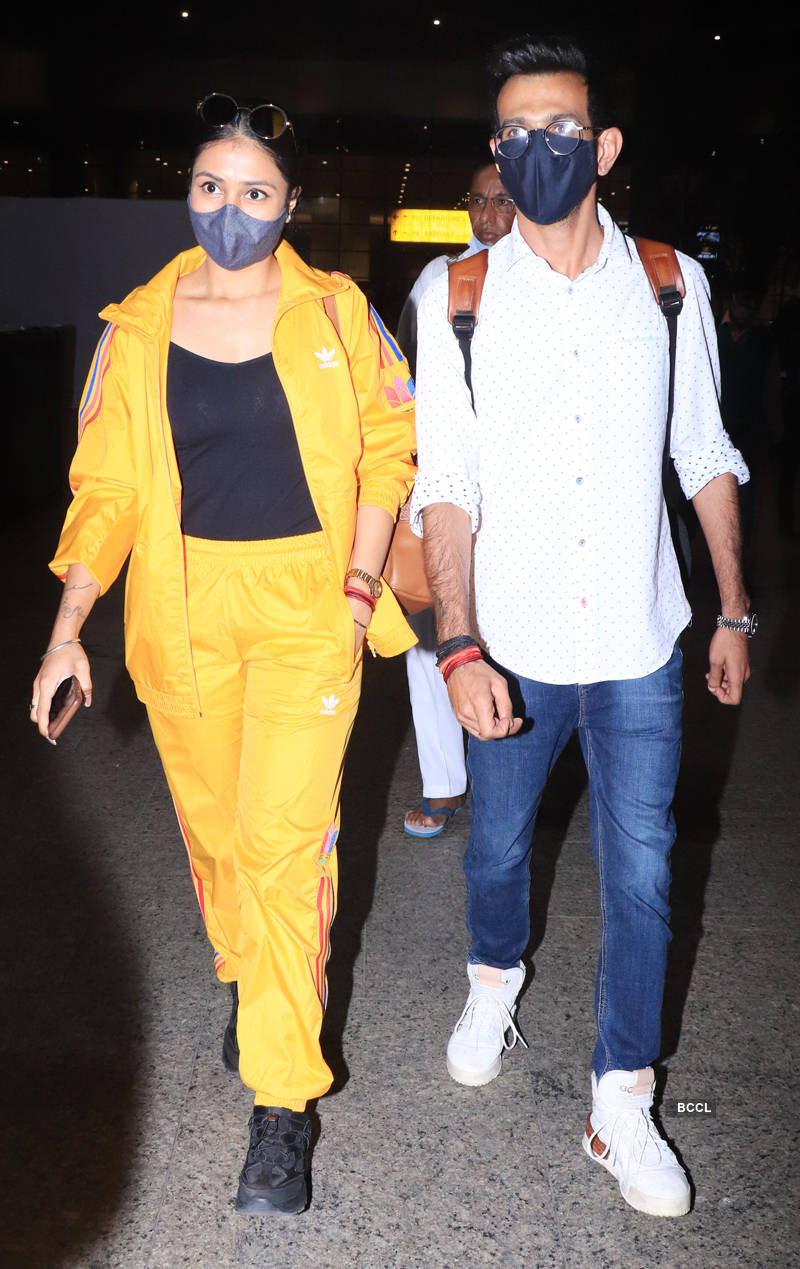 Photos of celebrities at airport Pics | Photos of celebrities at airport Photos | Photos of celebrities at airport Portfolio Pics | Photos of celebrities at airport - Times of India