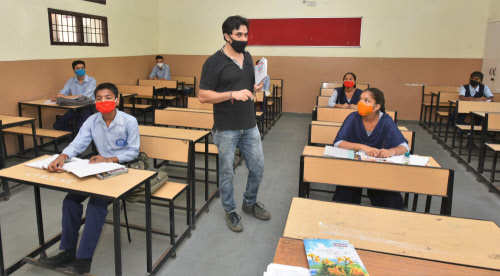 CBSE advises schools to continue with the regular academic session for 2021-22