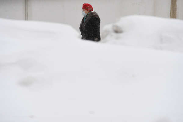 Harsh weather disrupts normal life in Europe