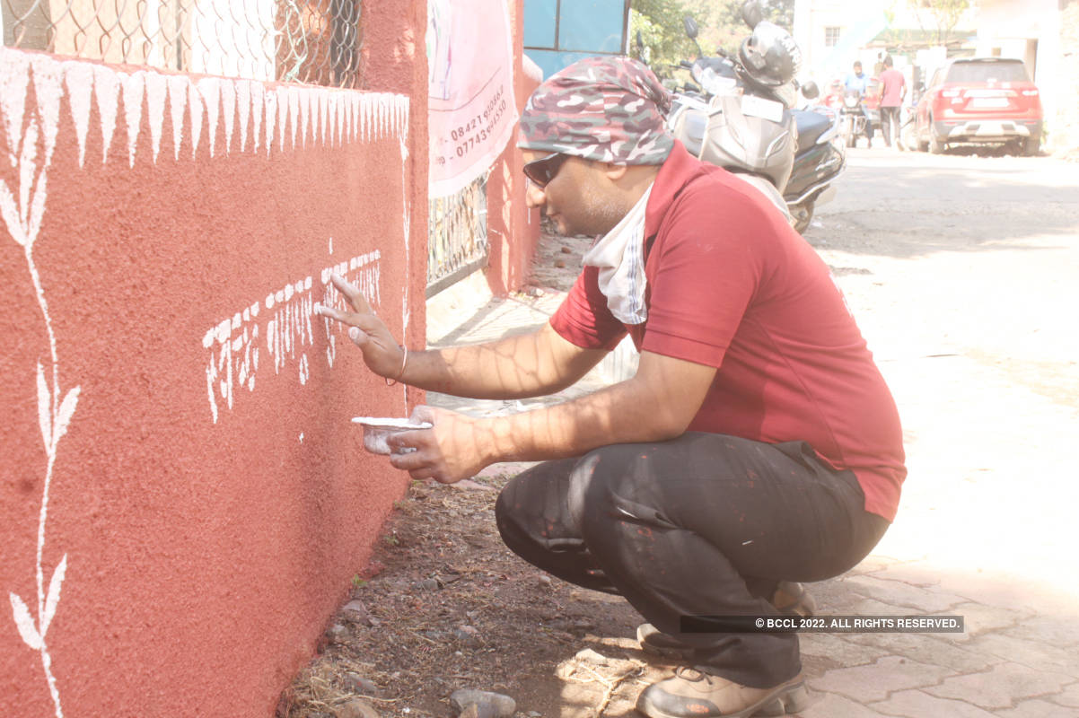 City's cleanliness warriors add beauty to Katol Road's garden with Warli