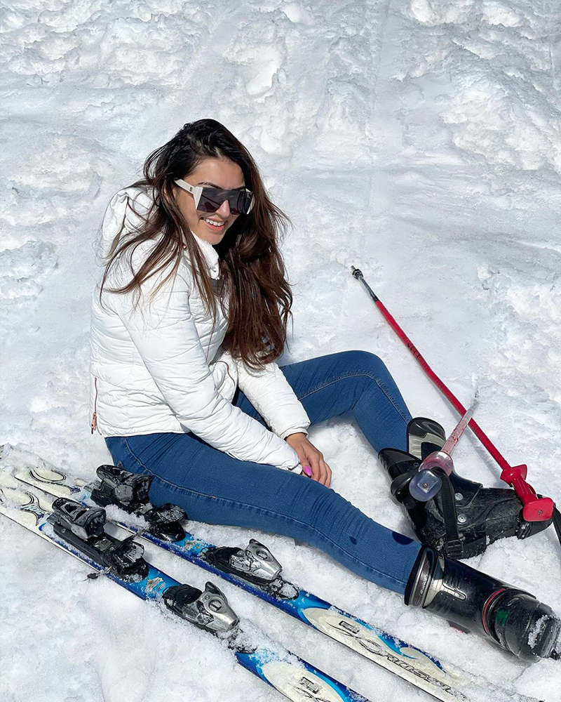 Hansika Motwani is giving us major winter vacay goals with her new pictures from Kashmir