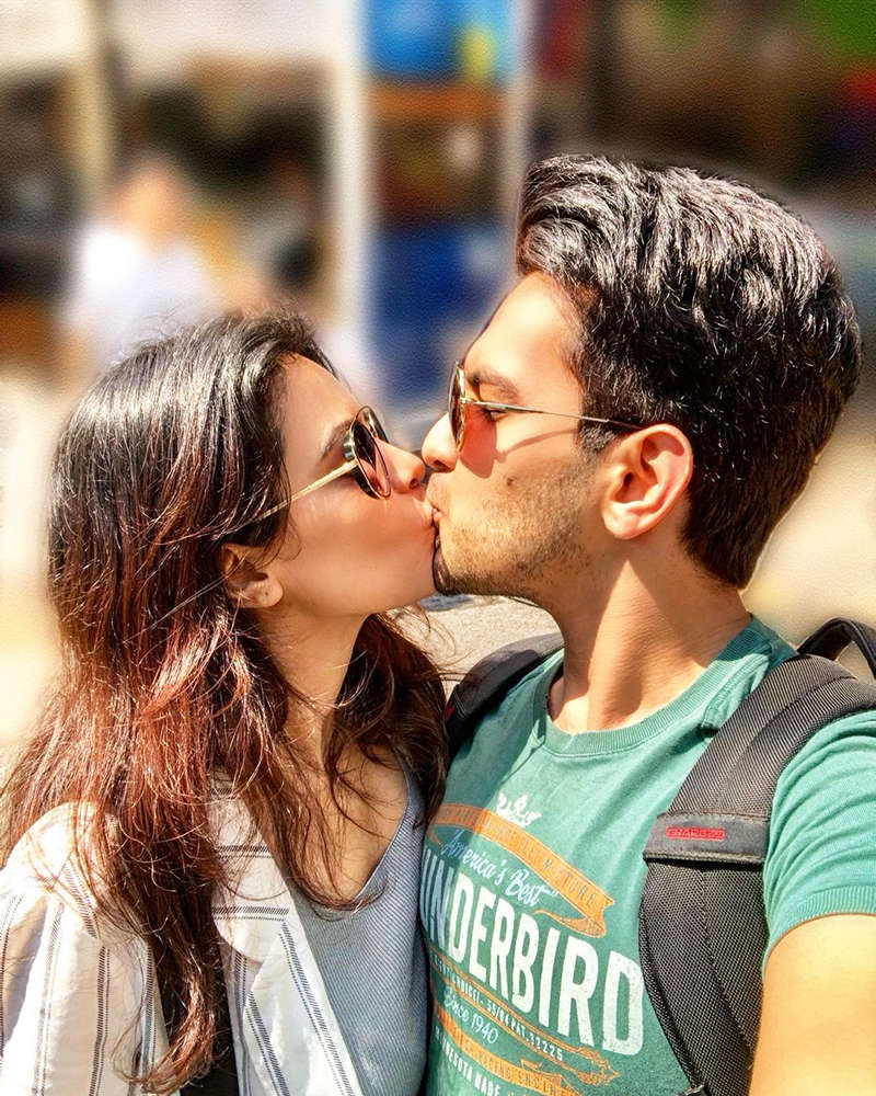 Aditya Narayan & wife Shweta wish each other on 'Kiss Day' with this lovely picture