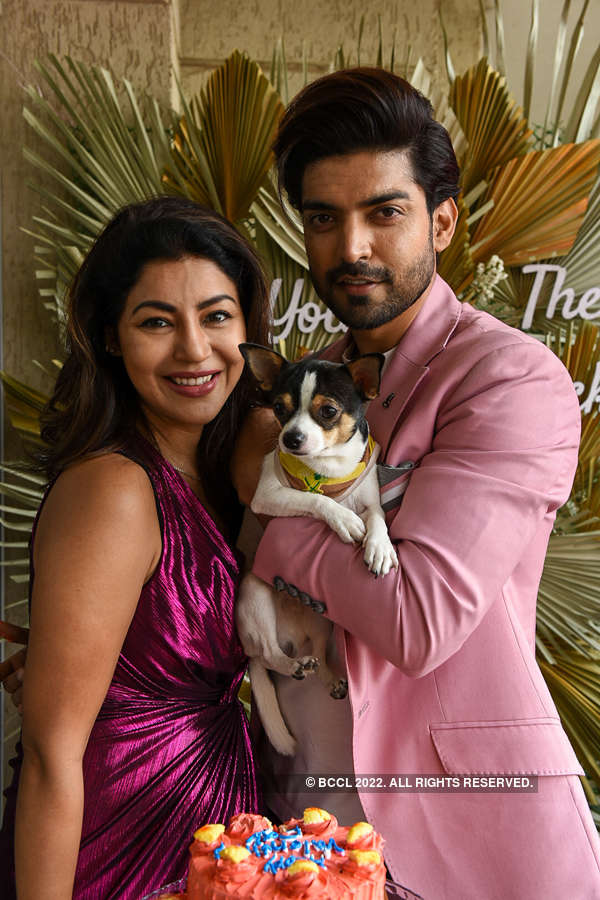 Gurmeet Choudhary and wife Debina's pictures of Valentine's Day celebrations go viral