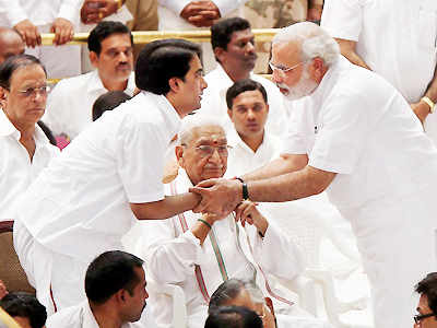 VVIPs pay tribute to Sai Baba