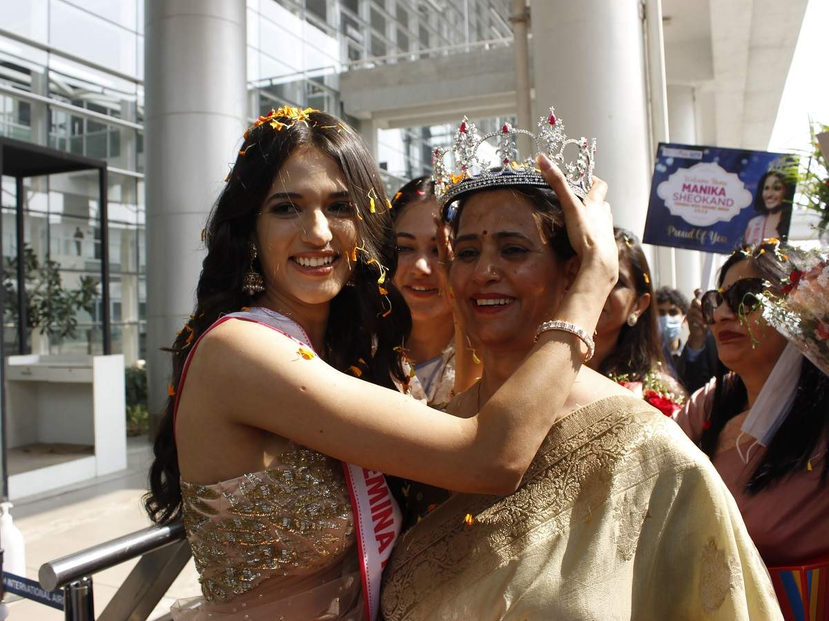 Manika crowning her mother, her true winner