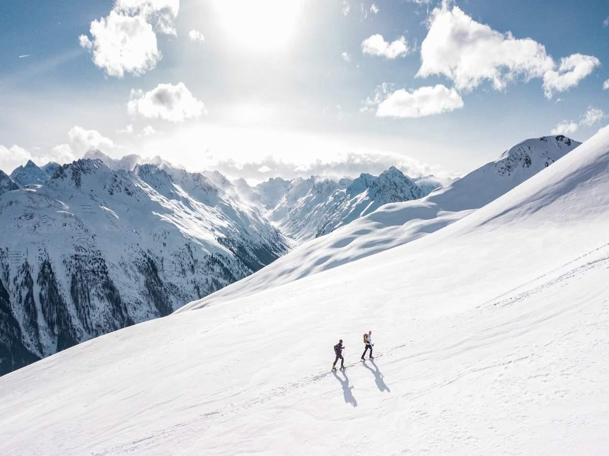 Italy bans ski season due to new coronavirus variant