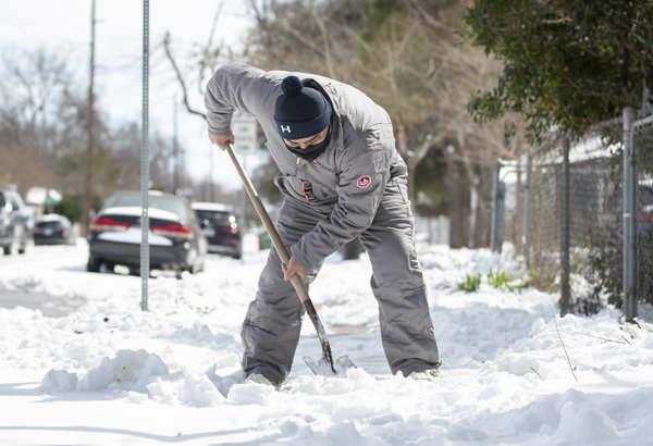 At least 21 dead as snowstorm slams US