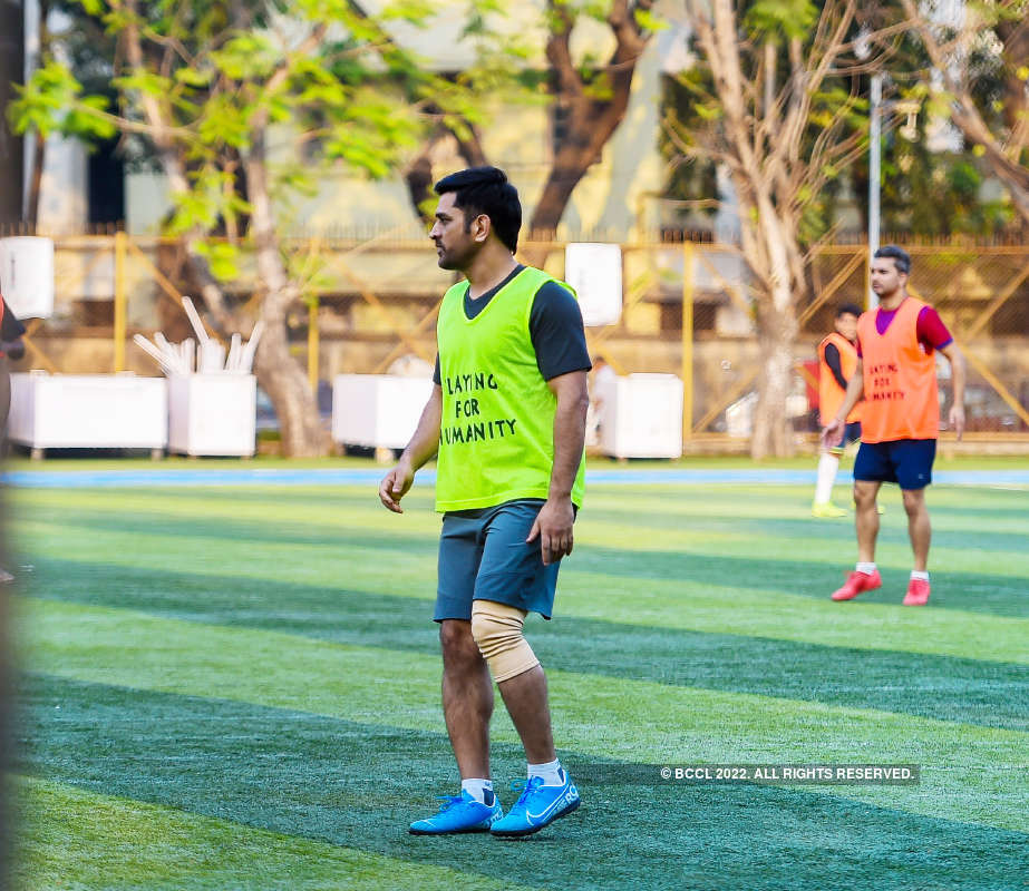 MS Dhoni bonds with Ranbir Kapoor, Ibrahim Ali Khan & other stars over football match