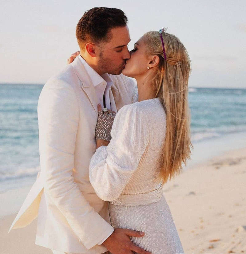 Paris Hilton gets engaged to entrepreneur Carter Reum; shares pictures with fans - Times of India