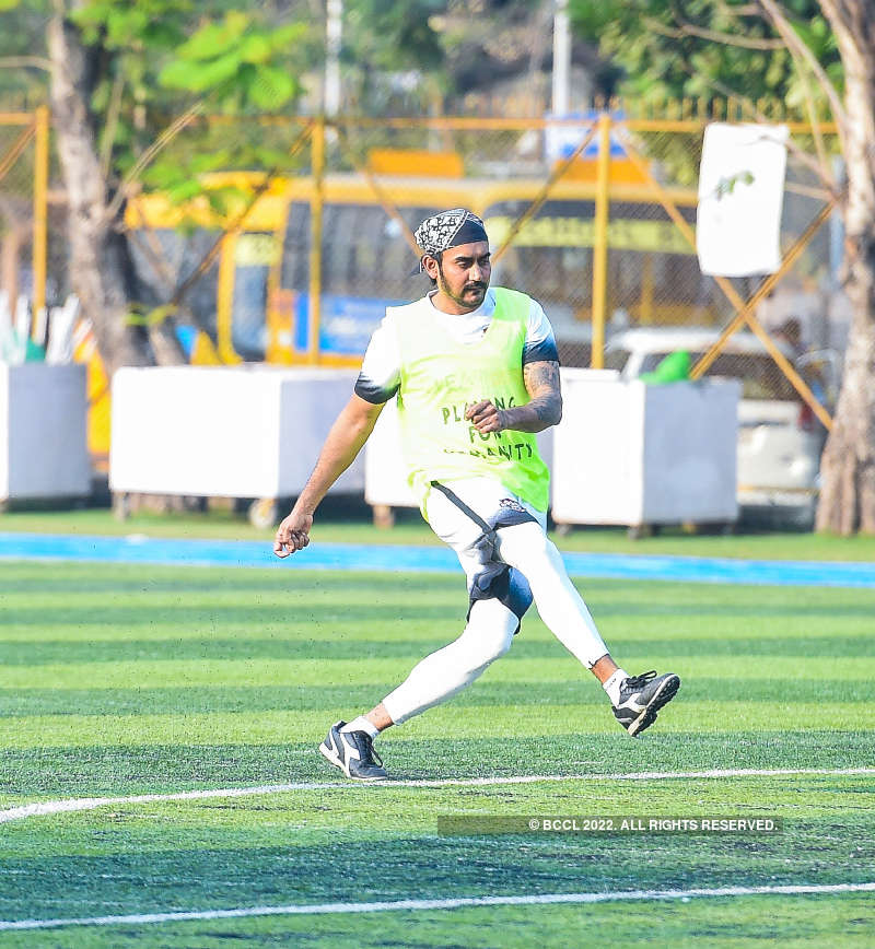 Tiger Shroff takes a day off; plays football with Abhimanyu Dasani & Aparshakti Khurana