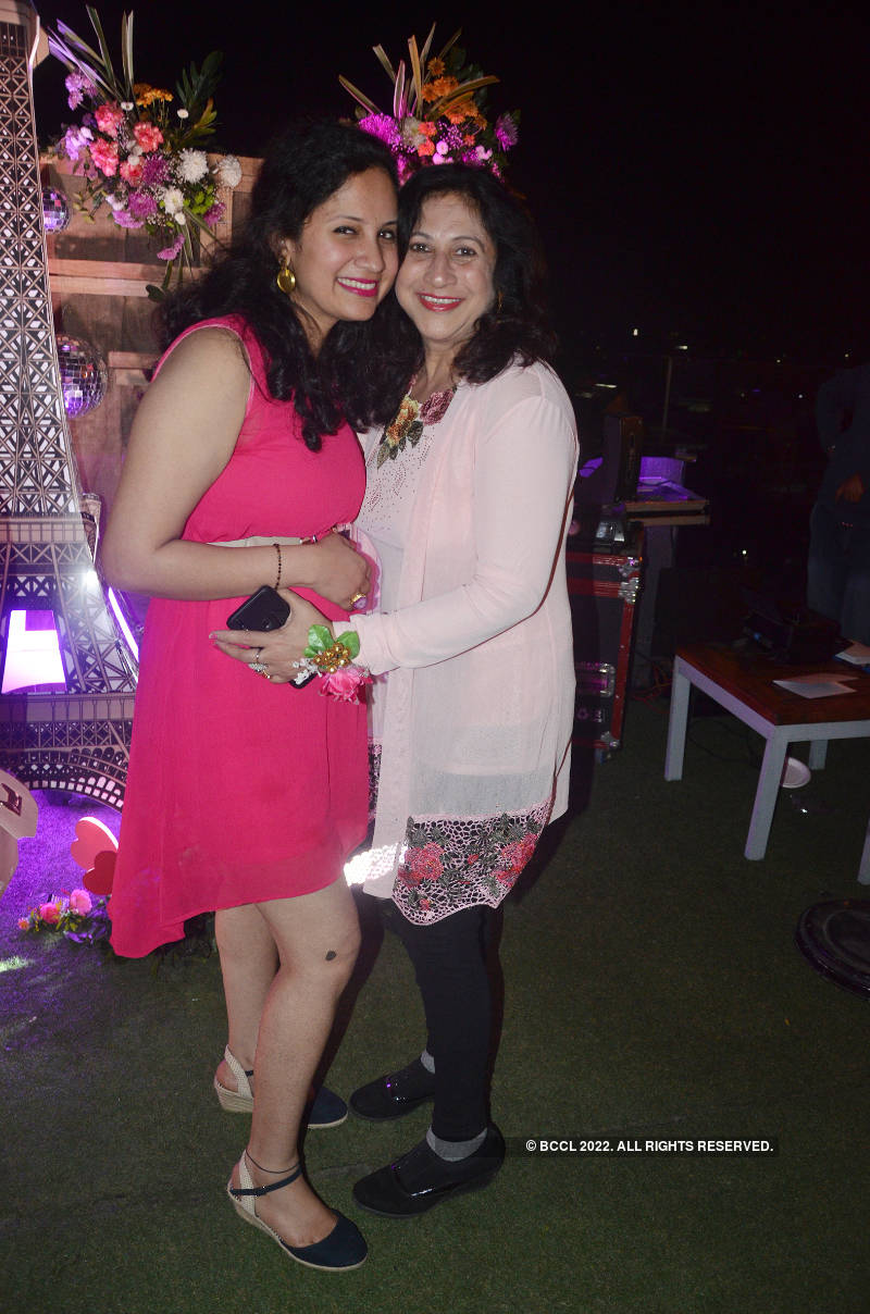 Kanpurites had a gala time at Valentine's Day party