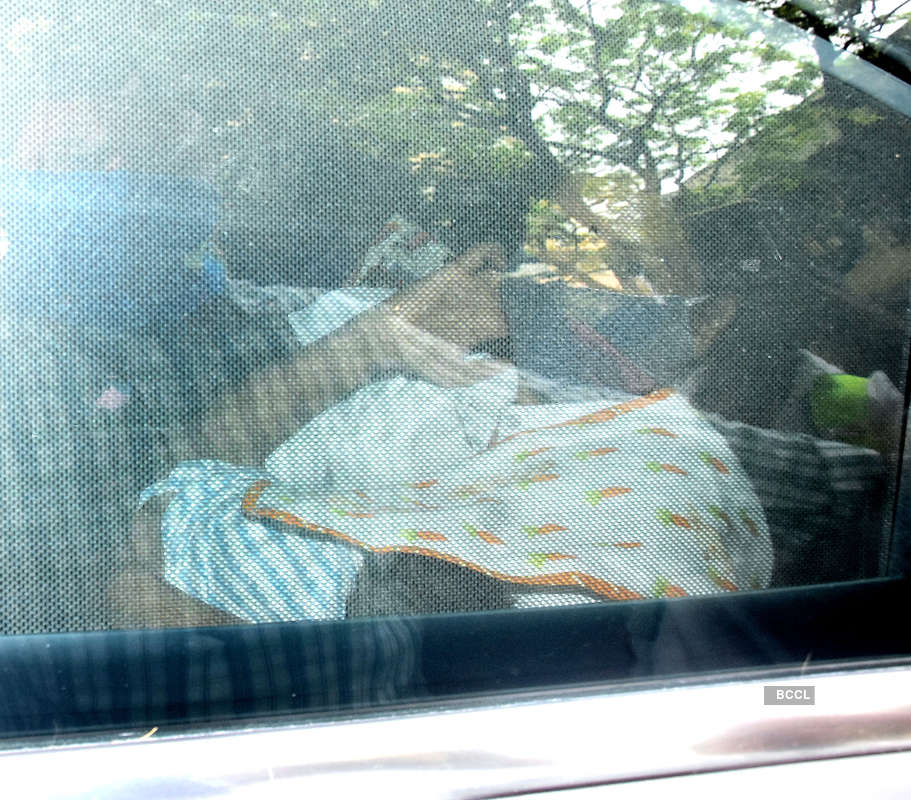 Kareena Kapoor Khan and Saif Ali Khan arrive home with their newborn baby boy