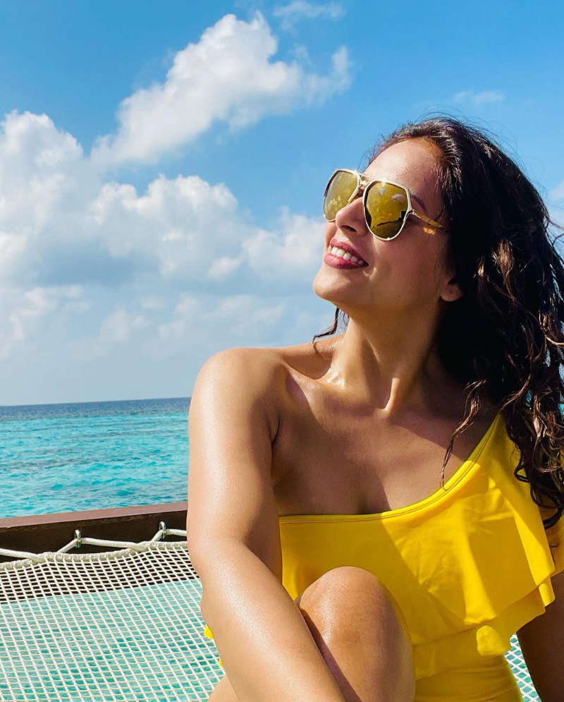 Bipasha Basu and Karan Singh Grover's Maldives vacation pictures will make you crave for a break!