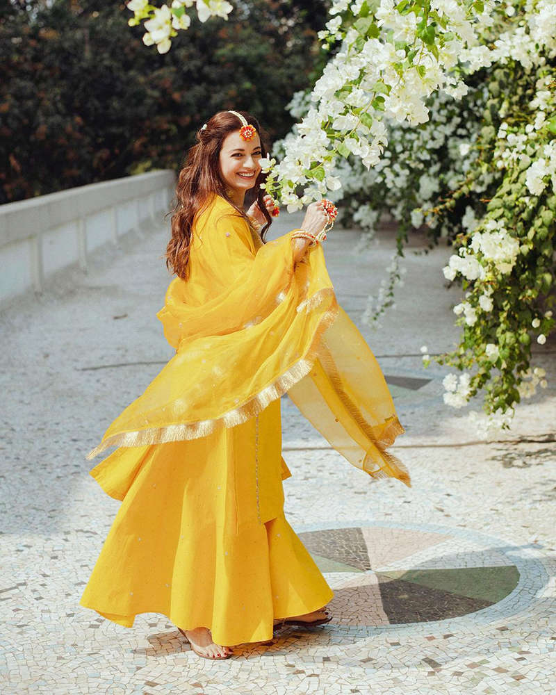 Dia Mirza looks beautiful in these sun-kissed pictures from her mehendi ceremony