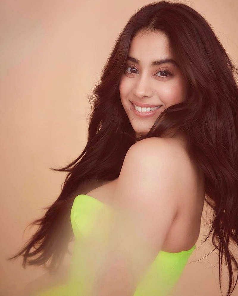 Janhvi Kapoor is winning hearts with these sun-kissed pictures from her beach vacation