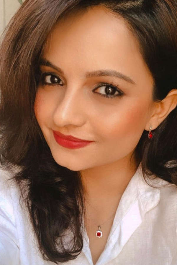 Alluring pictures of Gia Manek prove that she is a true fashionista